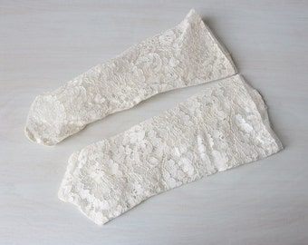 Vintage White Lace Fingerless Gloves / 50s Gauntlet  Wedding Gloves / Bridal Gloves