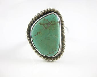 Size 7 Vintage Sterling Silver Wire Rim Turquoise Ring