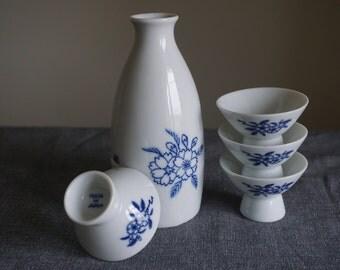 Vintage Japanese Saki Fine Porcelain Sakura Masamune Bottle and Four Footed Cups