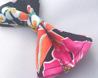 Hawaiian Flowers Bow Tie - Bow Ties Toddler - Hibiscus Bow Tie - Hawaiian Bow Tie - Flower Bow Tie - Hawaiian Tie - Black Tie- Boys Bow Tie