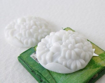 Vintage Flower Cabochon White Glass Carved Effect Floral Round Japan 20mm gcb1303 (2)