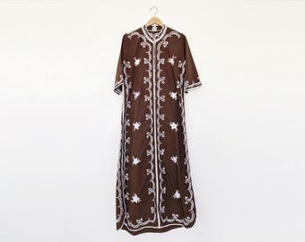Vintage 60s/70s Leandra Crochet Brown Embroidered Long Cotton Caftan Maxi Dress - L