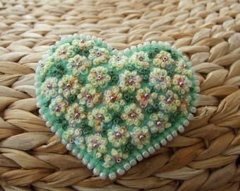 Heart Shaped Pin Embroidered With A Mass of Daisies
