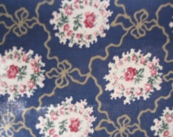 """Fabric Sale+++Bouquets of Roses+++  on a navy blue background 18"""" x 22"""""""