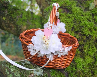 Rustic Wedding Basket, Flower Girls Basket, Nature Woodland Vintage Rustic Outdoor Weddings Basket, Brown White Weddings Decor, Spring