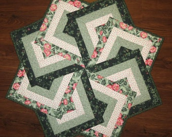 Quilted Table Topper, Reversible, Spinning Card Trick, Green Pink Ivory