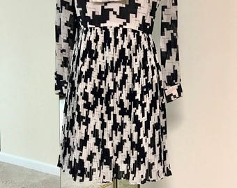 Vintage 1970s Abstract Houndstooth Tie Neck Dress