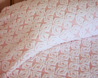 """Pristine Mint Condition Hofmann Gothic Star Cotton Candy Pink and Snow White Plush Vintage Chenille Bedspread - 90"""" x 104"""" Full Size"""