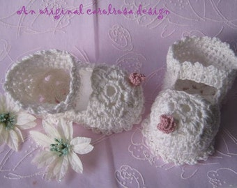 Crochet PatternCR57 - Crochet Baby Shoes Christening/Baptism - Beautiful Flower Sole - 3 to 6 months and 6-12 months Bebe
