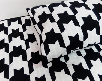 black and white print,quilt and coverlet,king size quilt,2 king pillowcovers,snowwhite quilt,bedding,christmas decor