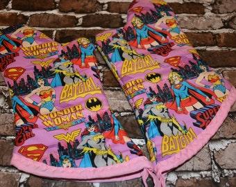 DC Girl Power Oven Mitt Set