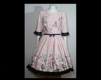 Pale pink flecked cotton tea dress ~ XS ~ Lucile Originals ~ Made in USA ~ full skirt floral flower garden novelty print ~ black satin bow