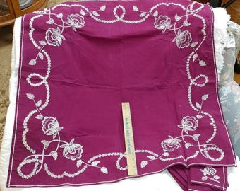Small embroidered tablecloth and 4 napkins in purple magenta