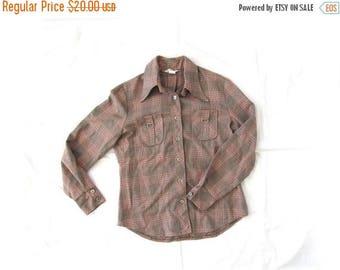 SALE ON SALE Sale vintage shirt 60s plaid tan red white blue 1960s womens clothing size medium m