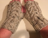 Women's Cable Knit Fingerless Gloves in Oatmeal Tweed