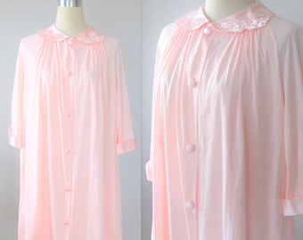 Vintage 1960's Pink Housecoat Robe / Eveing Lingerie Button Up House Coat Size Medium-Large