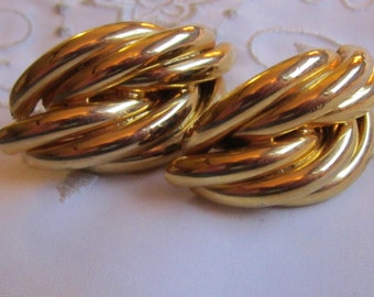 Vintage Large Gold Tone Multi-Tubed Clip On Earrings