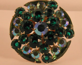 unsigned d and e for beau jewels tiered circle brooch vitrail emerald green 2901