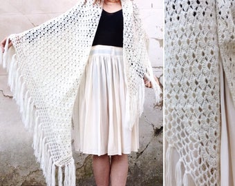 French VTG 1970s Ivory / wool crochet shawl with fringes