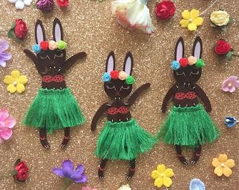Green Grass Skirt Hula Dancer Bunny Bunny Buddy Brooch