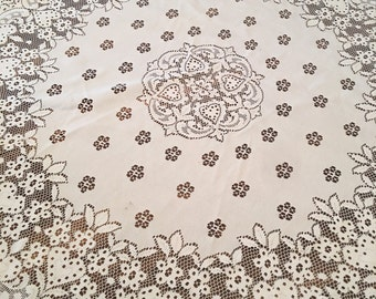Vintage Crochet Tablecloth / Round lace Tablecloth, vintage linens, vintage lace