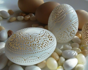 Two Hand Carved Victorian Lace Duck Eggs: Matching Scallop Designs