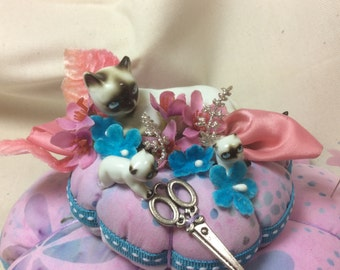 Cat with Kittens  Pincushion Pin Keep