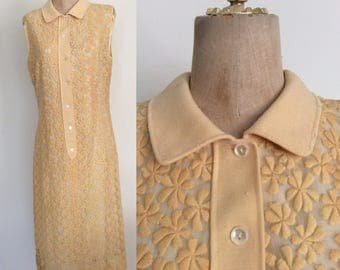 1970's Ivory Embroidered Floral Shift Dress Size Medium Large by Maeberry Vintage