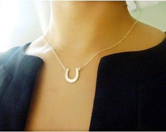 Horseshoe Necklace,personalized horseshoe necklace,Gold Horseshoe Necklace-Horseshoe Pendant Necklace-Lucky Charm-good luck gift,momentusny