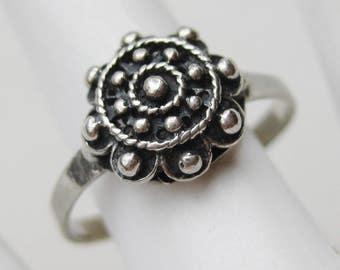 Vintage Ring Sterling Silver Ornate Filigree Rosette Ring size 6 1/4