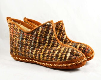 Size 10 Moccasin Slippers - Rustic Cabin Tweed - 1960s Large Size Vintage Shoes - Rust Brown Plaid & Sueded Leather - 60s Deadstock -47696-2