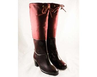 Size 6 Cranberry Boots - Unworn Maroon Waterproof Rubber & Canvas - Elegant Utilitarian 1960s Fleece Lined Boot - NOS 60s Deadstock - 47666