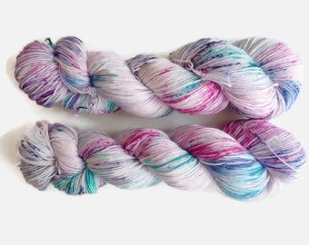 "Pink and blue hand dyed speckled sock yarn -  4 ply fingering, Sock&Roll base - ""First kisses"""