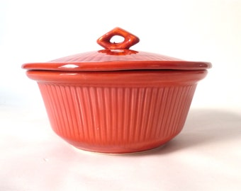 Vintage California Pottery Red Casserole Dish ... Swirl Pattern USA Pottery, 128 USA 220 Pottery, Covered Pottery Bowl Midcentury Modern Pot
