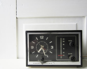 Vintage General Electric Analog Alarm Clock AM Radio - Works - Vintage Modern Home