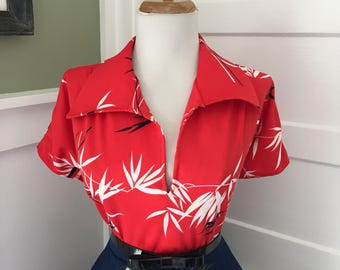 Vintage 1950s 1960s Atomic Novelty Floral Red Black & White Short Sleeve Button Down Blouse Top