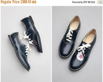 24 HOUR SALE vintage 50s ladies saddle oxford shoes - deadstock with tags / 50s navy blue oxfords - 1950s sock hop costume / marked ladies 1