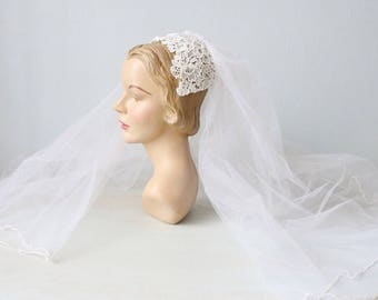 Vintage 1970s pearl and lace juliet cap headpiece with veil