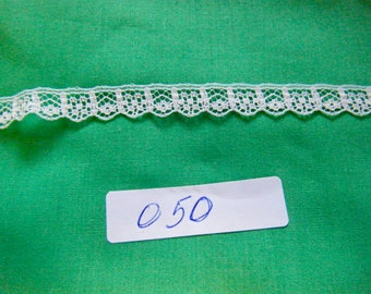 "LACE FLAT TRIM White with Blue  Scalloped 3 yard long 3/8"" wide  050"