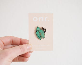 Jungle Kitty Enamel Pin // enamel pin - pin badge - cat pin - plant pin - lapel pin - flair - enamel jewellery