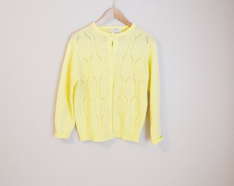Vintage 70s Feminine Spring Summer Pastel Yellow Lightweight Cardigan Sweater // womens medium