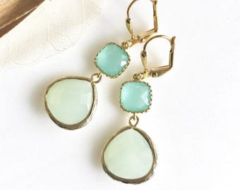 Mint and Aqua Bridemaid Earrings in Gold. Dangle Earrings.  Bridesmaid Jewelry. Spring Wedding Jewelry. Wedding Jewelry.  Modern Earrings.