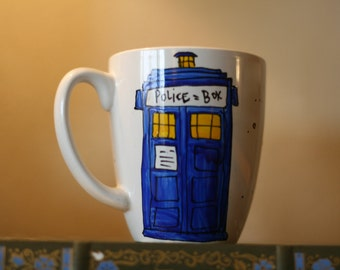 "Doctor Who ""Come along, Pond"" Hand-Painted Ceramic Quote Mug - Large, white mug with TARDIS and speech bubble - Geekery"