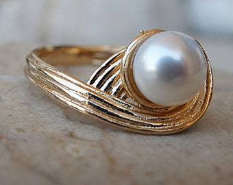 Bridal Pearl Ring, Pearl Wedding Ring, Pearl Solitaire Ring for Bride, White Pearl Gold Ring, Unique Ring, Women White Stone Ring. For wife