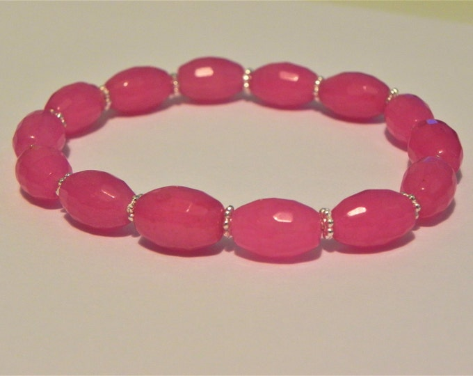 Pink dyed quartz gemstone bracelet with silver tone daisy spacers