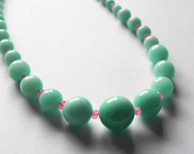 Aqua and pink quartz graduated gemstone necklace