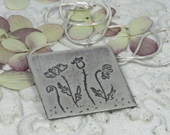 Paintings petite:  Etched silver pendant with poppies design