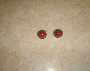 vintage clip on earrings goldtone filigree rust marbled glass
