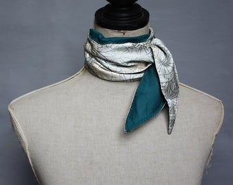 Natural Skinny Scarf/ Hand Stitched /Womens neck tie. Organic teal batiste/ White Vintage Kimono Silk. reversible. Écharpe en Soie/Coton Bio