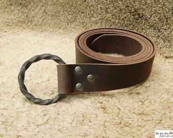 Medieval belt with all hand made twisted iron ring. Black or brown (9oz thick leather version) reenactment, larp, sca